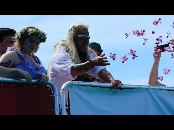 Family, friends and fans paddle out into ocean for Beth Chapman's Waikiki memorial service