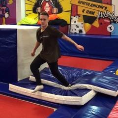 "Саша Пронин on Instagram: ""the path to perfection team. @ddevilsfamily  #flippinguniverse #trampoline #russia #самара #батутысамара #flex #2jumpsam..."