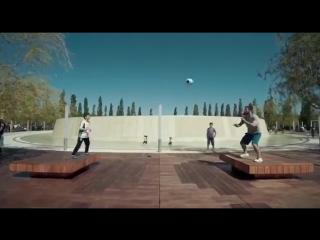 10-летний парень творит чудеса с мячом в парке «Краснодар»