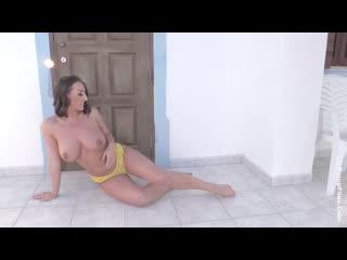 Stacey poole summer yellow busty fitness big tits model boobs голая грудастая сочная девушка periscope сиськи