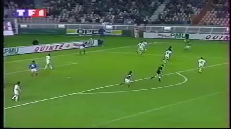 В 1992 Жан-Пьер Папен с подачи Базиля Боли забил один из лучших голов в истории сборной Франции в товарищеском матче с Бельгией.