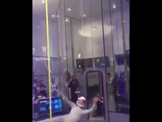 Женские Хитрости () танцы в воздухе