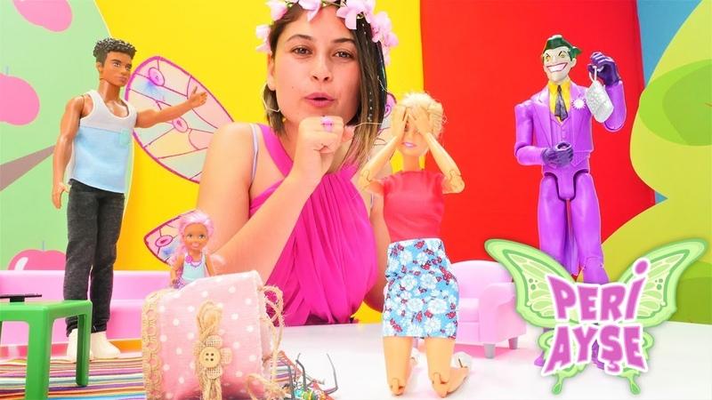 Peri Ayşe cüzdanı unutan Barbie için zamanı geriye alıyor. Kukla oyunu