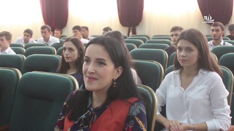 Торжественная линейка посвященная началу нового учебного года в АГЭУ