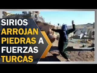Sirios arrojan piedras y zapatos a fuerzas militares turcas