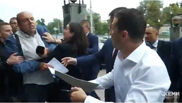 """""""Свобода слова?"""": пресс-секретарь Зеленского грубо оттолкнула журналиста"""