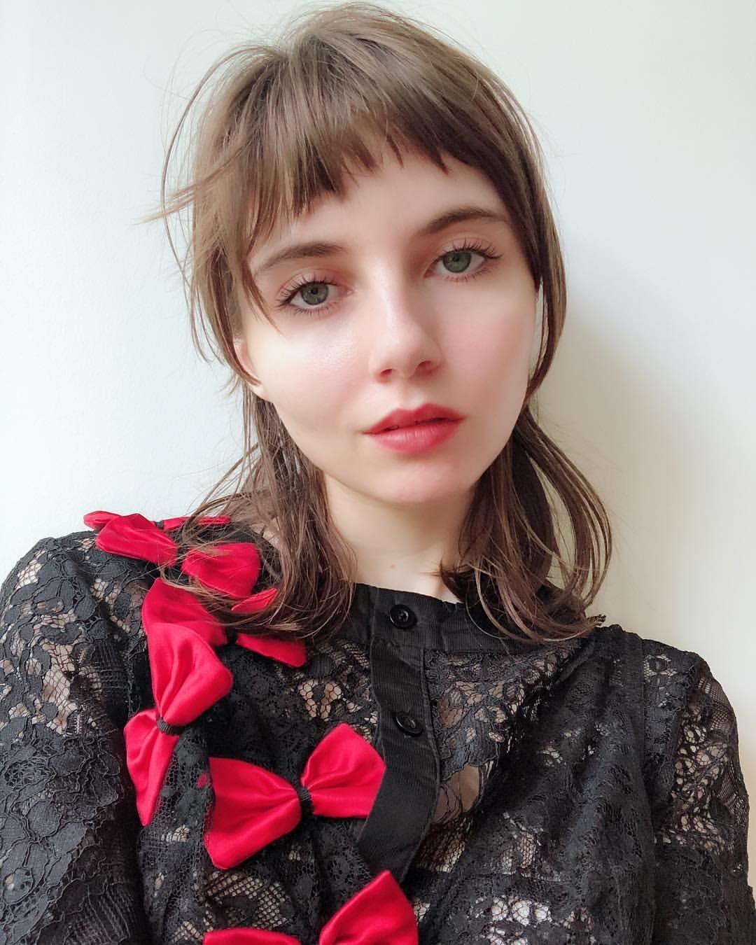 Classify American girl Liara Roux