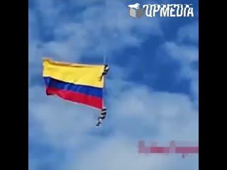 Военные сорвались с вертолета и погибли на авиашоу в Колумбии