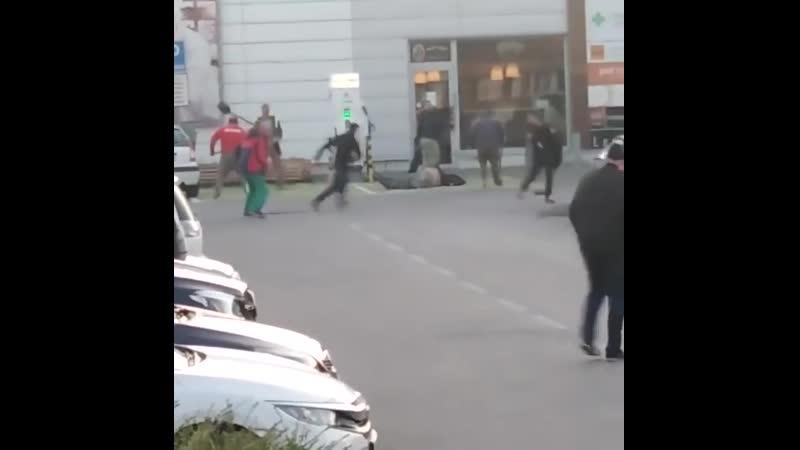 Эпическое побоище в Европе: украинцы бились с цыганами на лопатах, дубинах и кирках