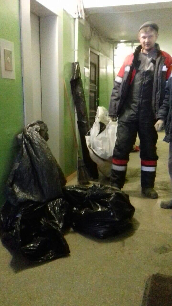 Улица Менделеева дом 7 окончание чистки чердака