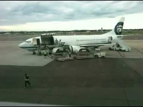 Alaska Airlines 737-400 Combi loading cargo