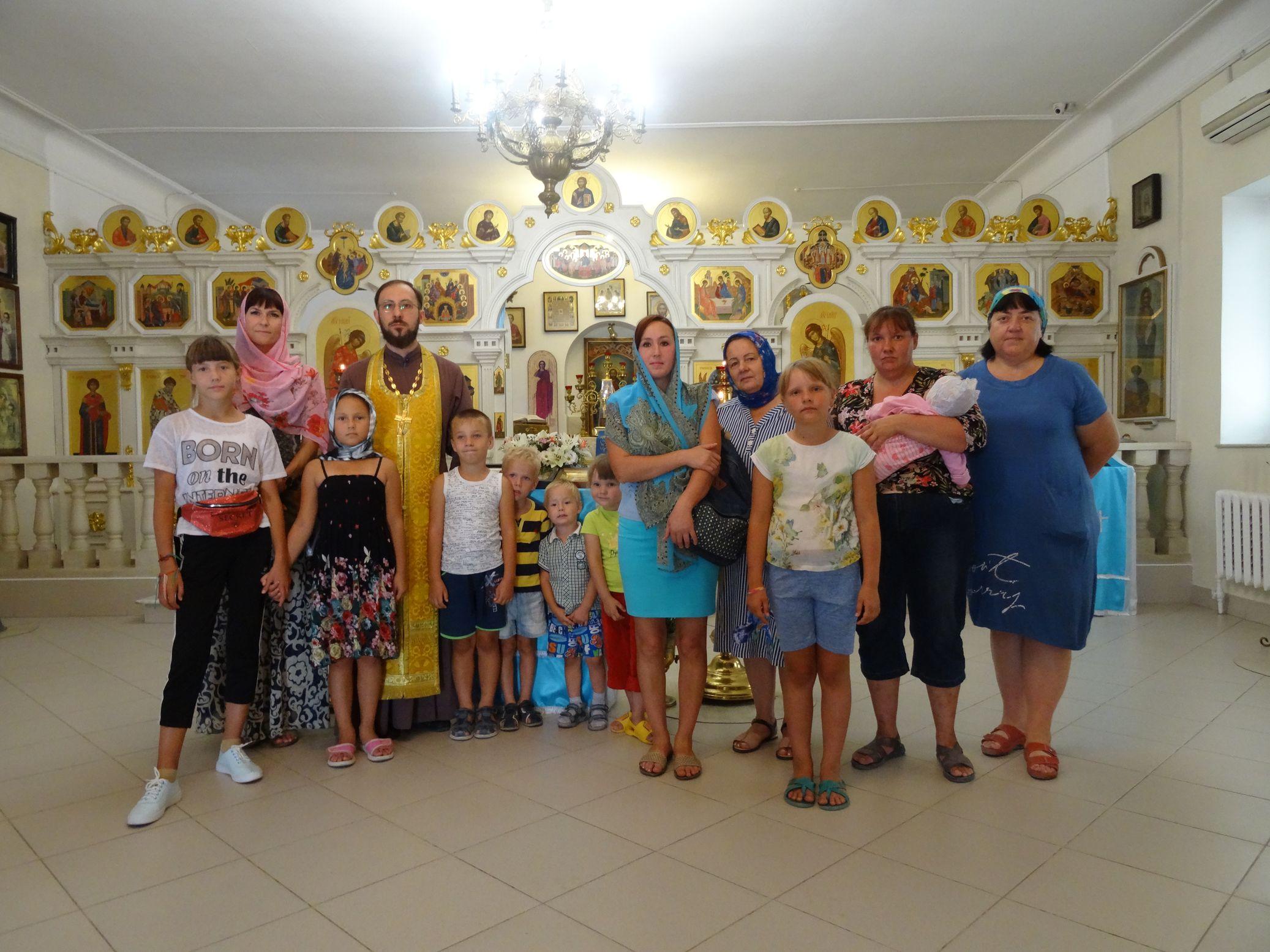 Жители станицы Раевская с детьми посетили храм с экскурсией