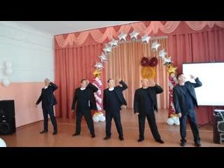 Поздравляем наших детишек на последнем звонке танец отцов