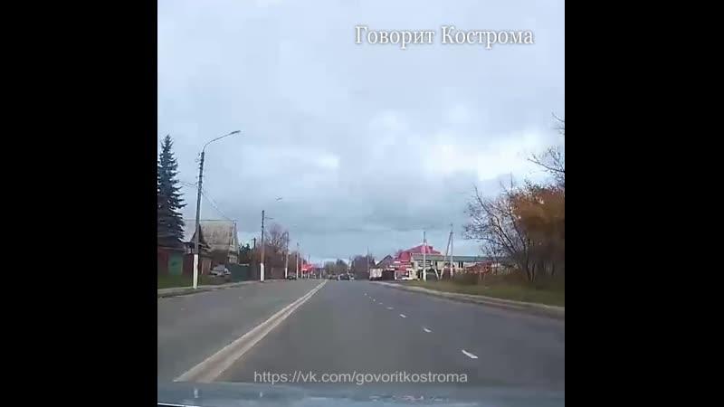 Проезд через двойную сплошную на улице Костромской