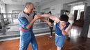 Как бить правый кросс через руку / Школа бокса Марка Мельцера