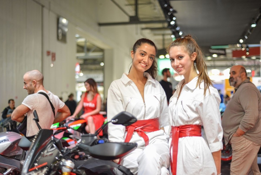 Девушки на мотовыставке EICMA 2019. Часть 2