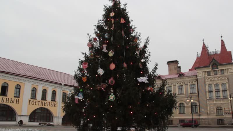 На Красной площади нарядили елку