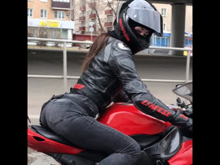тише едешь-дальше будешь😌 #мототаня девушка на красном мотоцикле