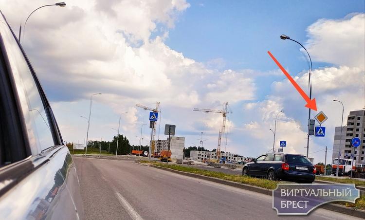 Изменено направление главной дороги на перекрестке ул. Грюндвальдская - Екельчика