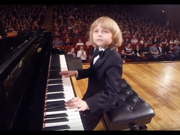 Елисей Мысин W Mozart Piano Concerto No 3 in D major Young pianist and composer 年轻的钢琴家和作曲家