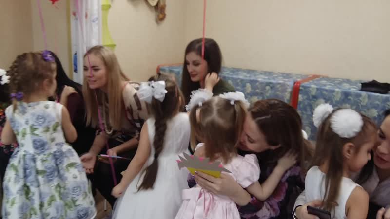 Танец с мамами Утренник к 8 марта в средней группы садика АБВГДейка март 2020