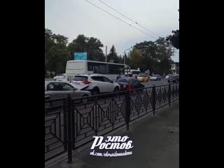 На Пригородном Автовокзале троллейбус собрал паровозик из 3х машин -  - Это Ростов-на-Дону!