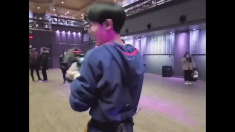 [ACE_VIDEO] - - 리허설하는 형아들 찰칵 찰칵 - 찍어주는 찬깅이 - 뭐가 그렇게 좋은지 - 꺄르르 웃는데 진짜 너무 귀여워서 - 100번 돌려봤네요️