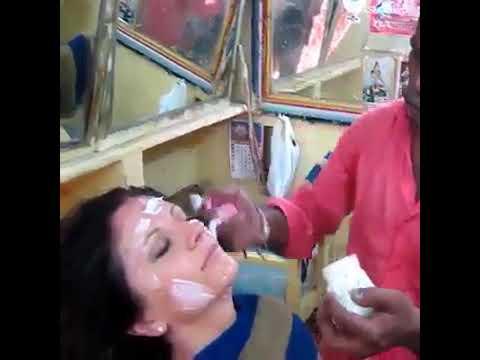 Парикмахерская в Индии Зашли сделать стрижку