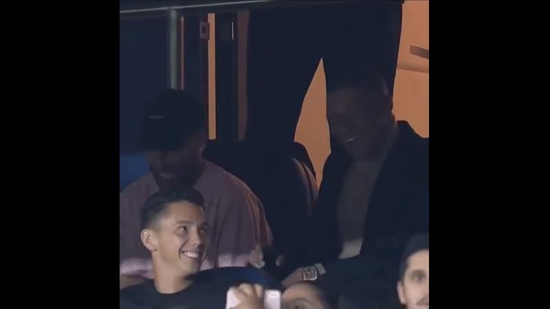 Неймар и Мбаппе празднуют победу над Реалом