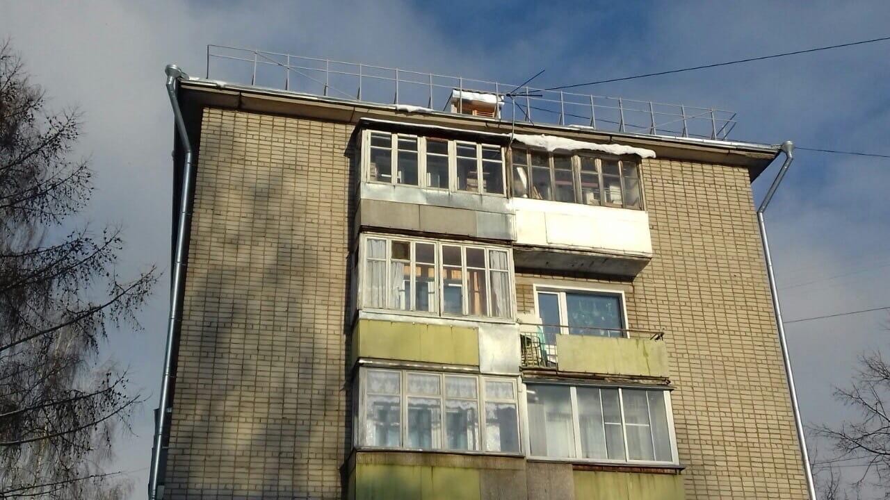 Очистка балконов, торцевой и дворовой стороны кровли