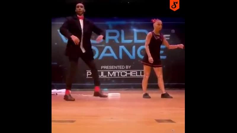 This dance is so perfect (207)ПереводЭтот танец настолько совершенна (207)
