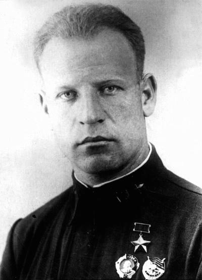 В Коломне почтили память легендарного советского летчика