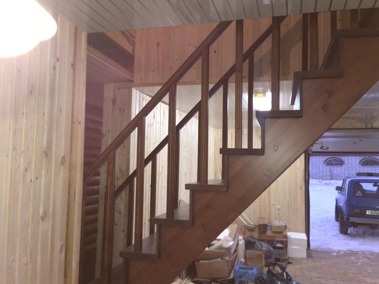 Изготовили и установили межэтажную лестницу простой формы из сосны, в частный дом по индивидуальному проекту