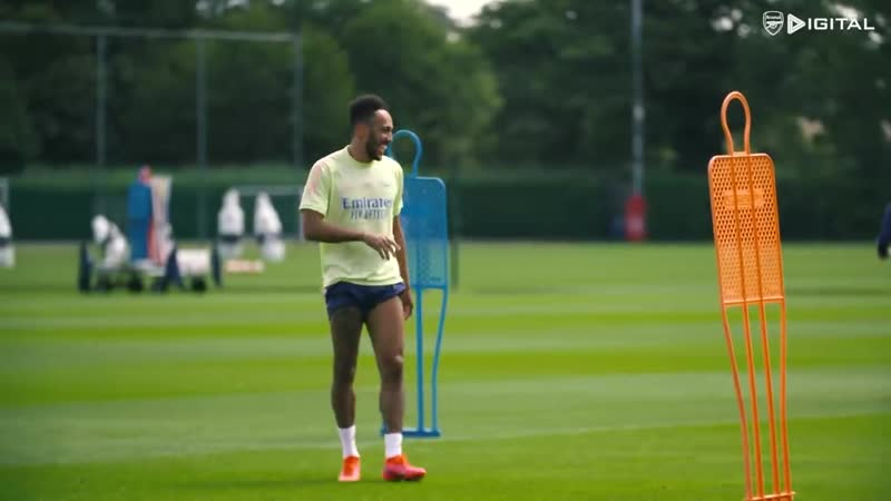 AUBAMEYANG WITH A WORLDIE Behind the scenes at Arsenal training centre
