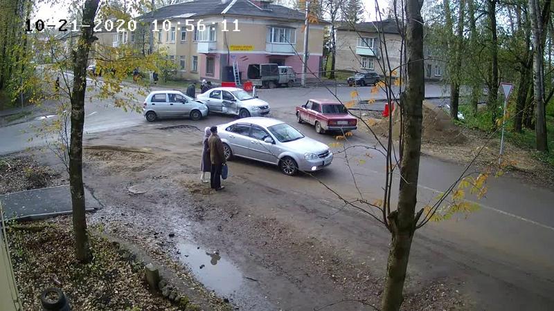 Видео с места аварии в Бежецке на пер Первомайском 21 октября