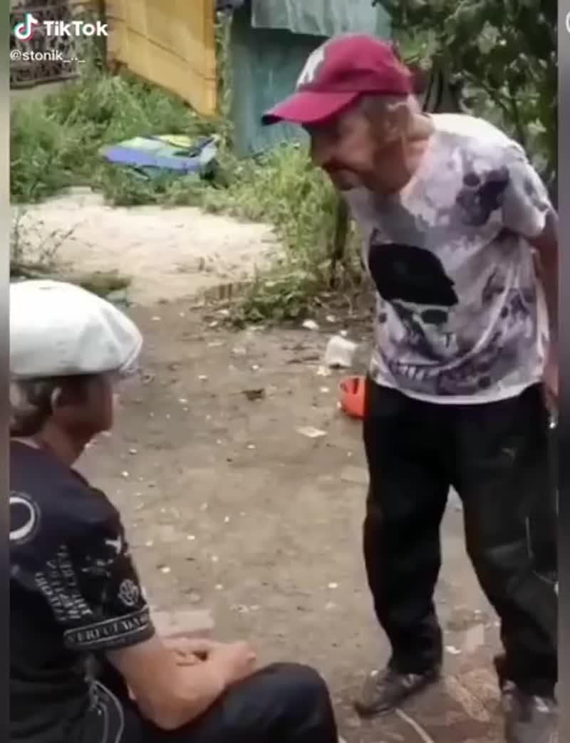 ТИМУР КУПИЛ СЕБЕ НОВУЮ ФУТБОЛКУ В ЮНИКЛО