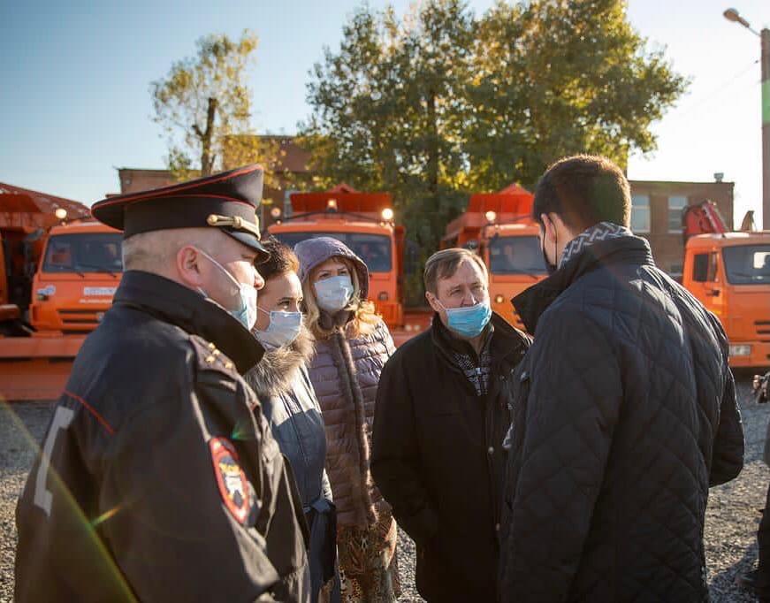 В Таганроге осмотрели спецтехнику на предмет ее готовности к зимнему содержанию дорог