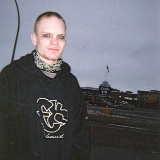 Как дочка всю семью казнила. Медисин-Хэт (Канада), 23 апреля 2006 года. Полиция небольшого городка из провинции Альберта встала на дыбы, когда после полудня 23 апреля 2006 года ворвалась в дом
