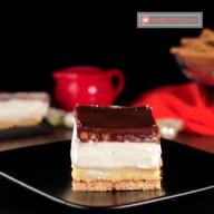 id_27136 Воздушное домашнее пирожное — находка на любой праздник 😋  Автор: Appetitno TV  #gif@bon