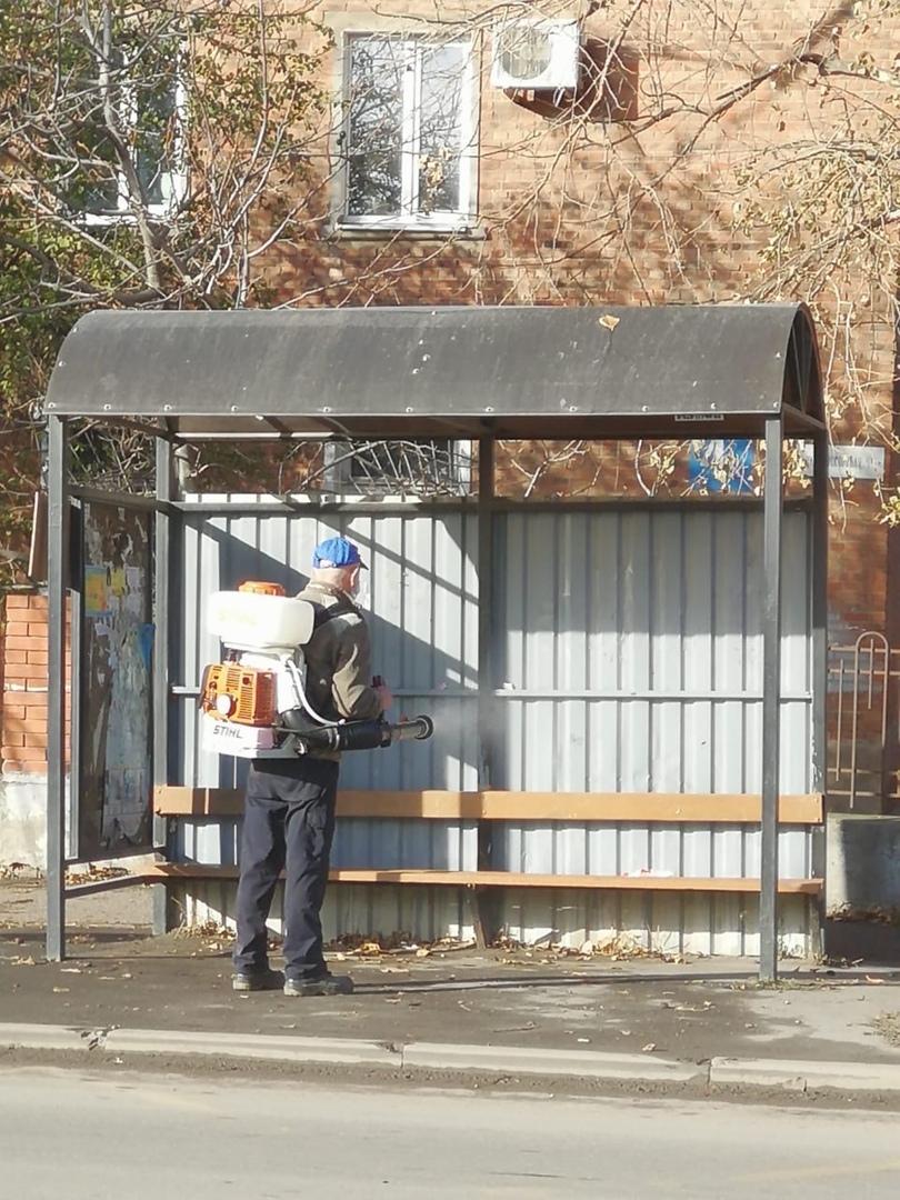 МКУ «Благоустройство»: В городе Таганроге продолжается дезинфекция объектов муниципальной собственности