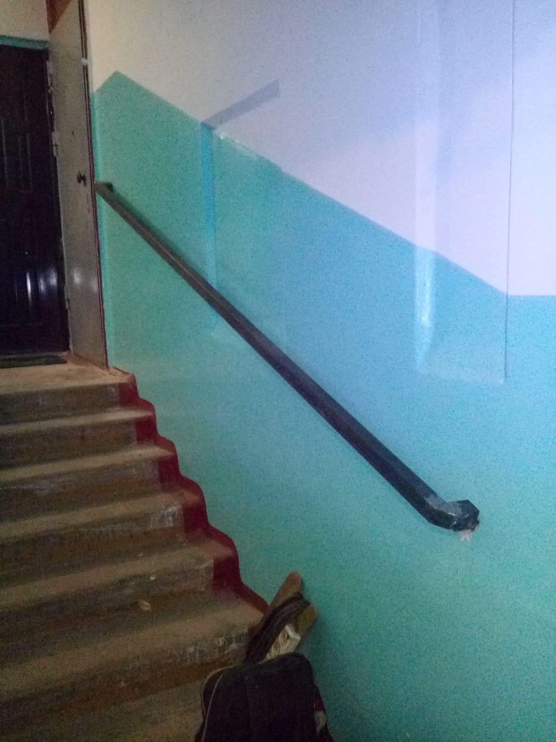 Улица Монтажников дом 30-1 подьезд-поручень установлен