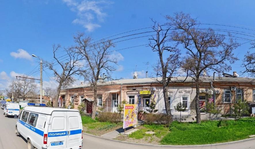 В Таганроге на улице Александровской горел старинный дом