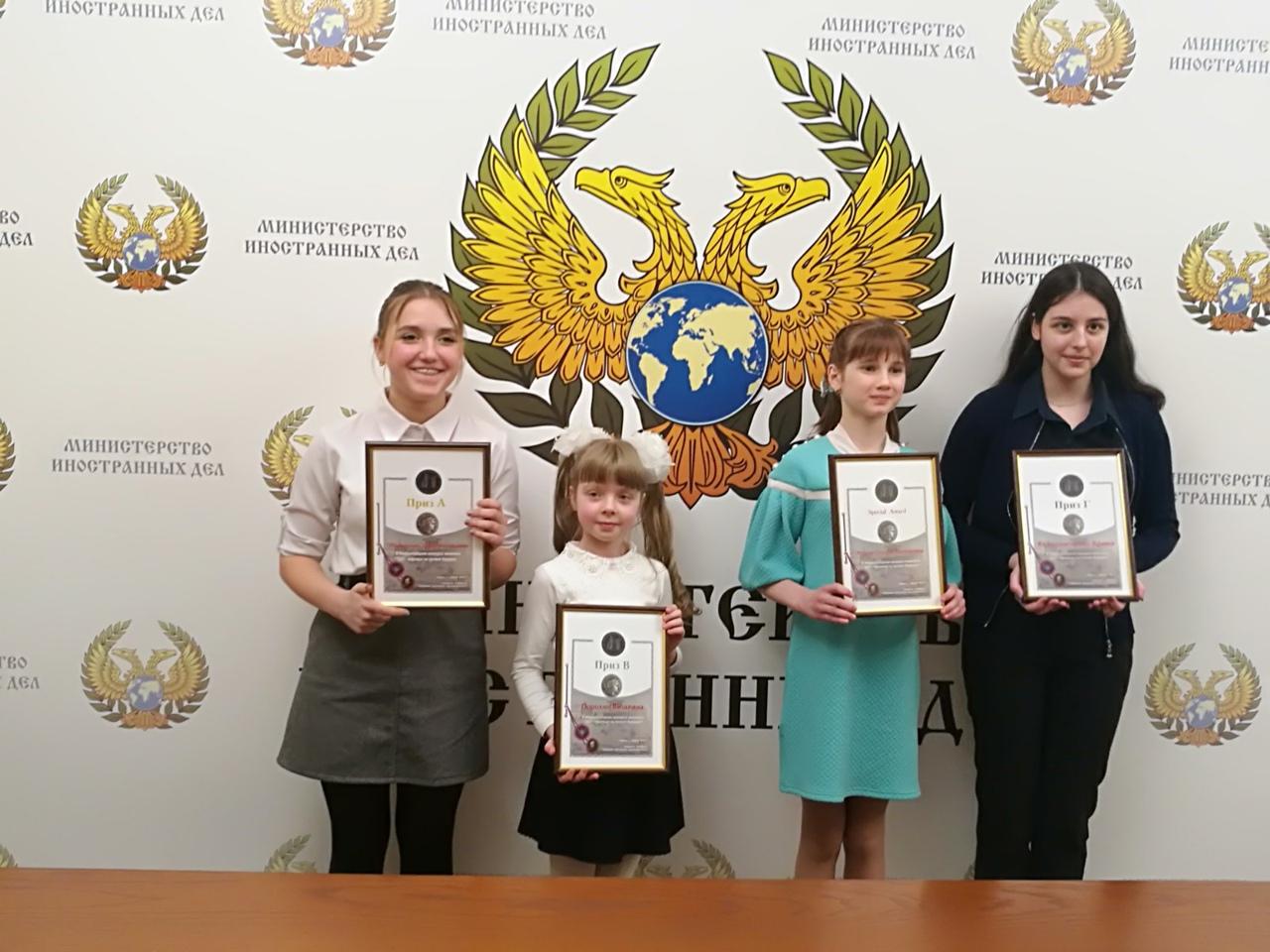 Донецкая школьница – призёр Международного конкурса живописи «2021 – надежда на лучшее будущее»