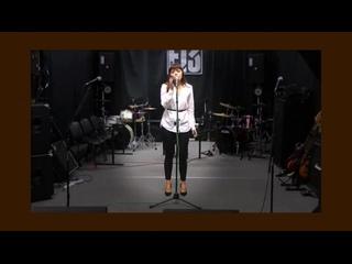 Поёт наша воспитанница