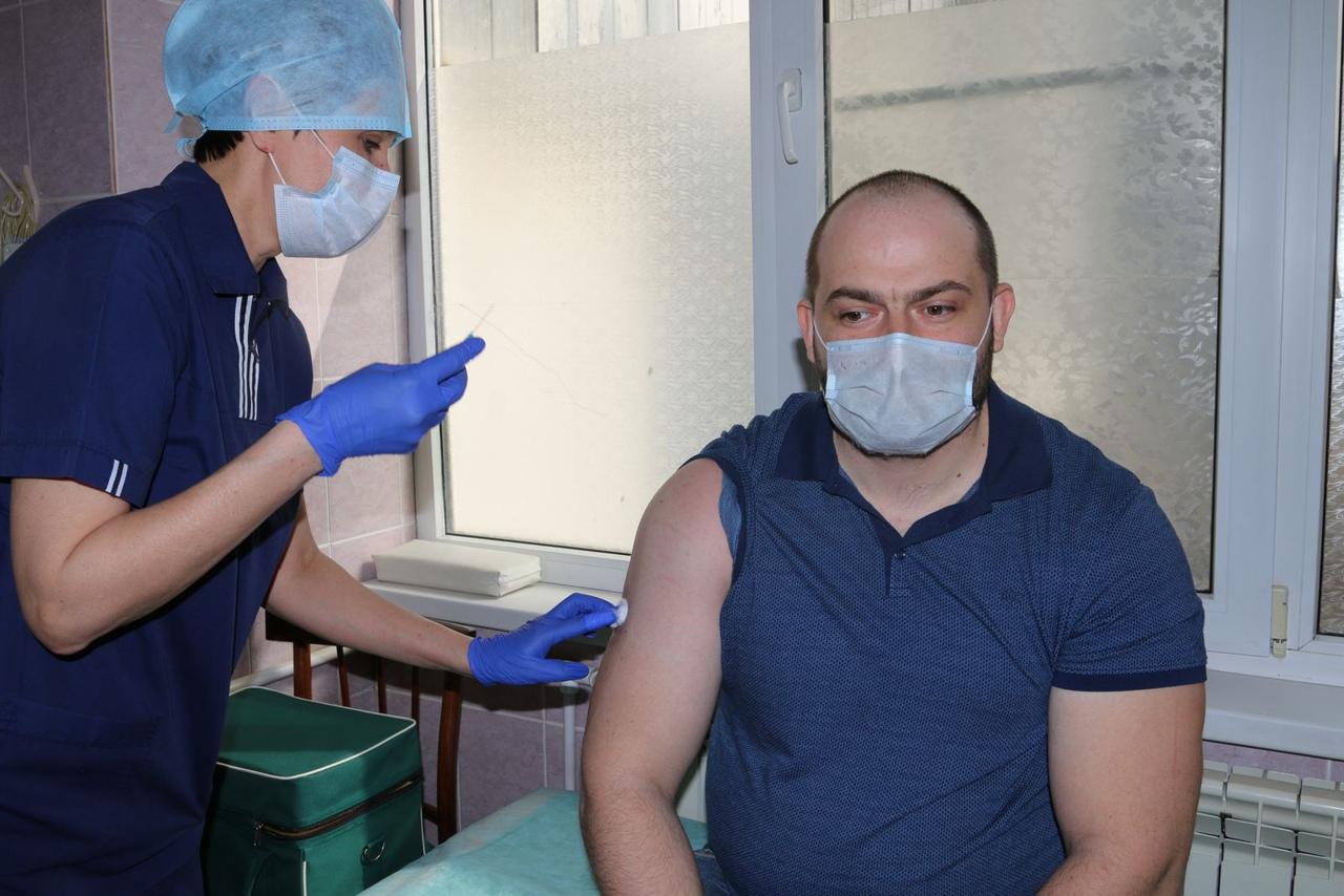 На предприятиях Ростовской области продолжается добровольная вакцинация сотрудников