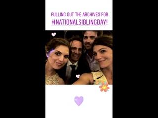 Женевьев с братьями и сестрой на свадьбе Джона в 2017 (из истории Джен на Инстаграме)