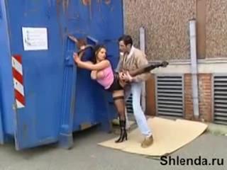 Уличную сисястую проститутку в чулках трахает за гаражами мужик Mature teen anal milf Lesbian Cheap street hooker in stockings w
