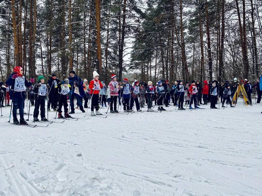 """В петровском лесопарке """"Сосновый бор"""" прошло открытое первенство детско-юношеской спортивной школы по лыжным гонкам"""