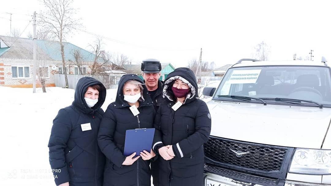 Сотрудники Центра социального обслуживания населения Петровского района провели приём граждан в селе Новодубровка