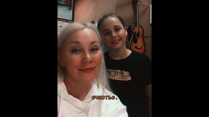 С праздником 8 марта творческих девочек школы вокала Галины Митиркиной